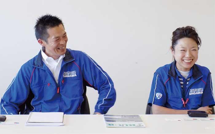 上司の神村浩之営業課課長さんと。職場の風通しの良さ、コミュニケーションの円滑さが窺える。...ザ・トラック