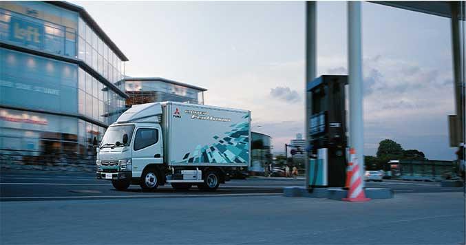 三菱ふそうの小型トラック「キャンター」(参考写真)...ザ・トラック
