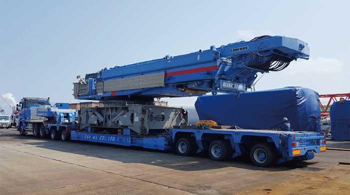 組立て作業に使用するクレーンの輸送...ザ・トラック