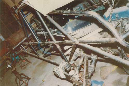 製作中のバギー(フレームが完成、床を張ってエンジンを搭載する段階)...ザ・トラック