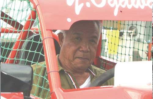 運転席に座った小川会長(2017年9月15日)...ザ・トラック