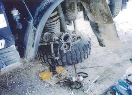 途中で壊れてもドライバー自ら修理しなければならない...ザ・トラック