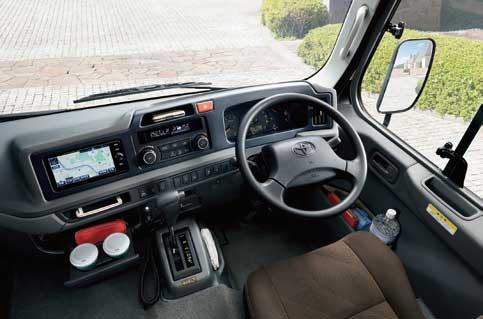 コースターEX(6AT)の運転席...ザ・トラック