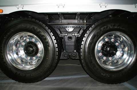重量の張るサスペンションブラケット(鋳鋼製)は中央に1か所となった...ザ・トラック