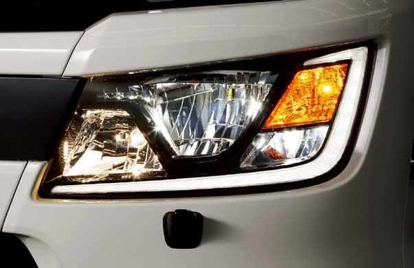 LEDヘッドランプ。デイライト組み込みはプロフィアと共通する...ザ・トラック