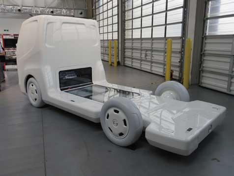 人とくるまのテクノロジー展にも出展された小型低床EVトラックモデル。...ザ・トラック