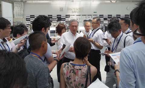 多くの質問に応えられた遠藤副社長。...ザ・トラック