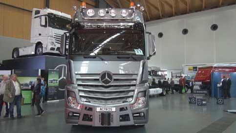 ヨーロッパの展示会に出展された「アクトロス」...ザ・トラック