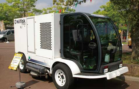高圧洗浄車。詰まった下水管などの洗浄で復旧に活躍する...ザ・トラック