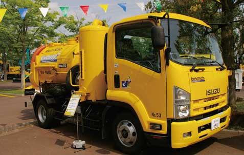 強力吸引車。大口径下水管などの詰まりで汚泥等吸引に活躍する...ザ・トラック