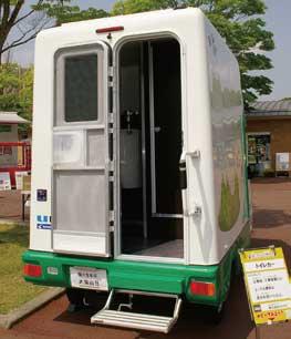 トイレットカー。大・小区画を備えた屋外作業現場に欠かせない1台...ザ・トラック