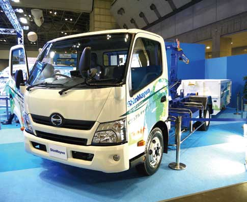 「2018 NEW 環境展」に出展され注目された7.5トン車対応の「アームロール」...ザ・トラック