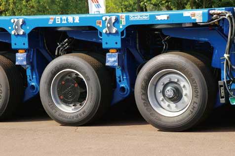 片側2輪、左右一対で1軸と数える。この状態は前後に直進する場合だ...ザ・トラック