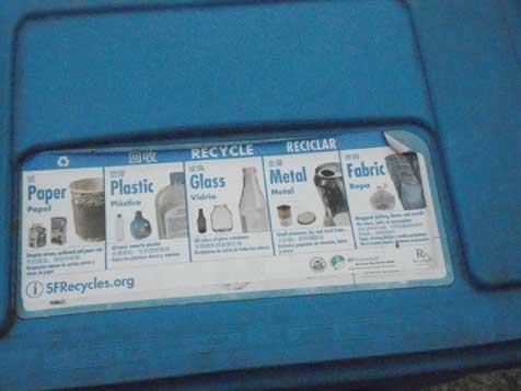 青色のビンは「リサイクル品(紙・樹脂類・ガラス・金属・繊維製品)」用...ザ・トラック