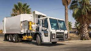 他のサイドローダー式ゴミ収集車の例(Bridgeport社製)。(シャシはMACK車)...ザ・トラック
