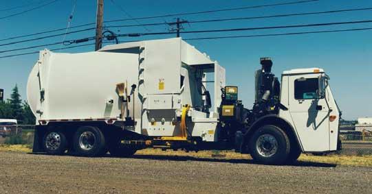 リヤとサイドにローダーを組み込んだ欲張り仕様の例もある(Bridgeport社製)。(シャシはMACK車のドロップフレーム式)...ザ・トラック