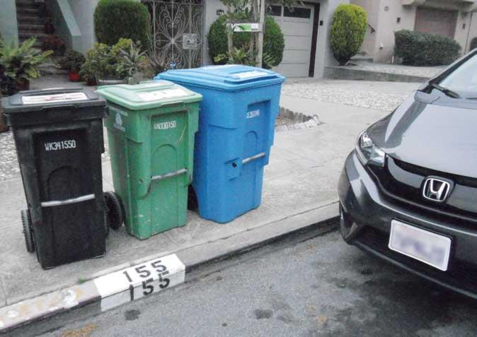 各家庭に備えられている容器は〝ビン〟と呼ばれ3種類に分別されている。歩道は広く縁石には家屋番号表示がある...ザ・トラック