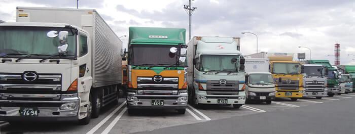 並ぶトラック…ザ・トラック
