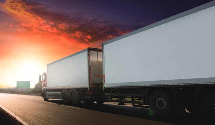 33フィートフルトレーラ…ザ・トラック