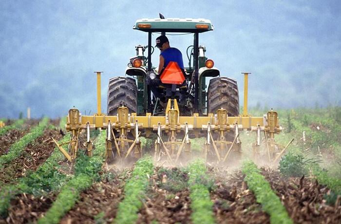 農耕用トラクタ