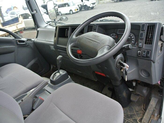 マツダ タイタン 小型 平ボディ 床鉄板 TPG-LPR85AR|運転席 トラック 画像 トラック王国掲載