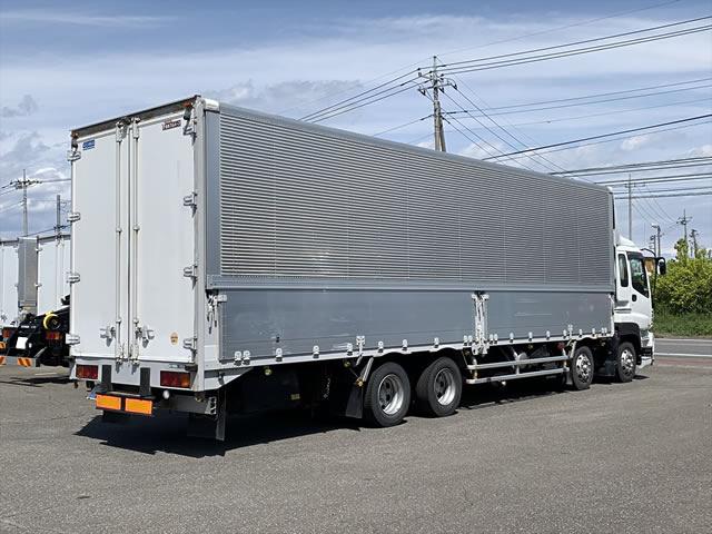 いすゞ ギガ 大型 ウイング エアサス ベッド|トラック 右後画像 リトラス掲載
