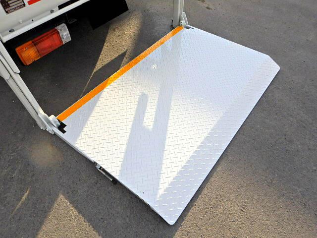 トヨタ トヨエース 小型 平ボディ Wキャブ パワーゲート 荷台 床の状態 トラック 画像 トラックサミット掲載