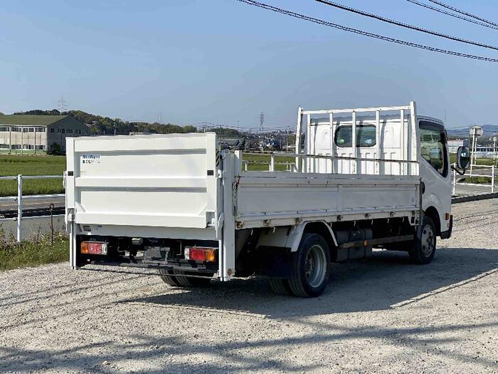 日産 アトラス 小型 平ボディ パワーゲート SKG-TZ3F24 トラック 右後画像 リトラス掲載