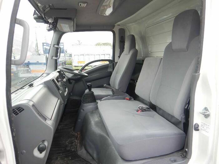 いすゞ エルフ 小型 アルミバン パワーゲート サイドドア|フロントガラス トラック 画像 トラック王国掲載