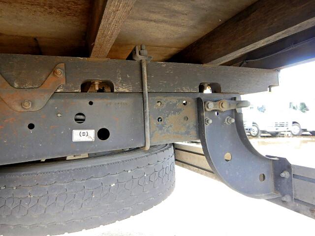 日産UD コンドル 中型 平ボディ 床鉄板 ベッド|運転席 トラック 画像 トラック王国掲載