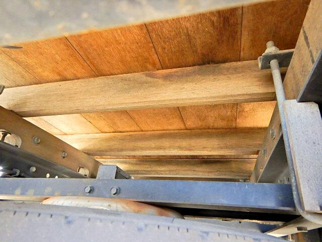 日産UD コンドル 中型 平ボディ 床鉄板 ベッド|荷台 床の状態 トラック 画像 トラックサミット掲載
