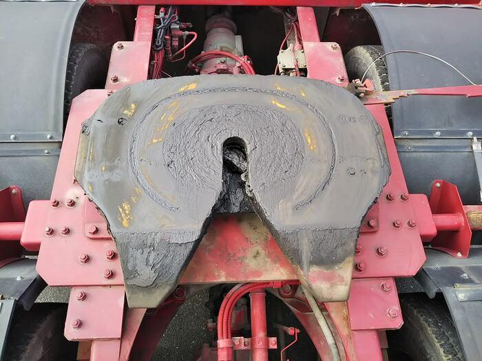 三菱 スーパーグレート 大型 トラクタ ハイルーフ 2デフ|荷台 床の状態 トラック 画像 トラックサミット掲載