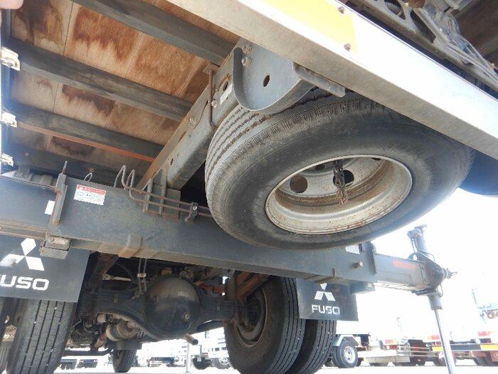 三菱 ファイター 中型 クレーン付 床鉄板 3段|運転席 トラック 画像 トラック王国掲載