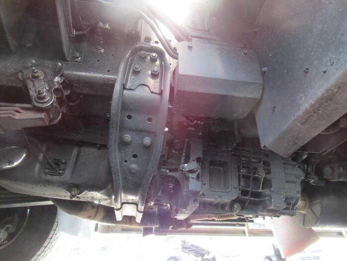 三菱 ファイター 中型 ウイング エアサス ベッド|運転席 トラック 画像 トラック王国掲載