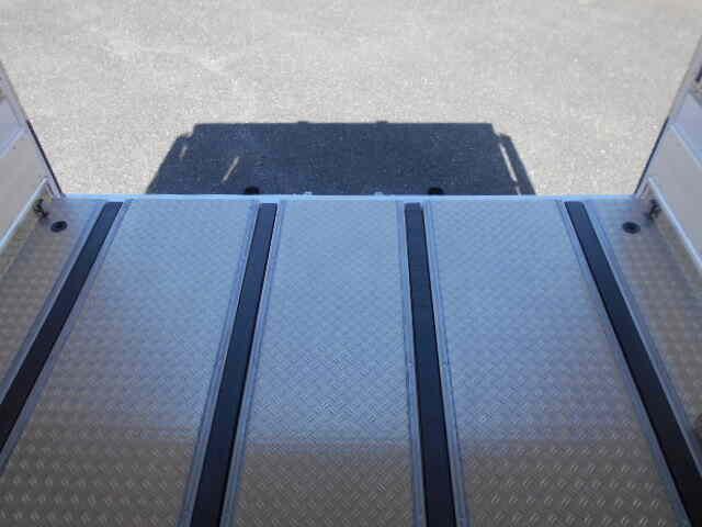 三菱 ファイター 中型 冷凍冷蔵 低温 スタンバイ|シフト MT6 トラック 画像 ステアリンク掲載