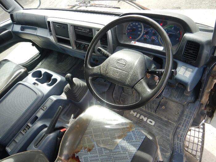 日野 レンジャー 中型 平ボディ 床鉄板 アルミブロック|運転席 トラック 画像 トラック王国掲載