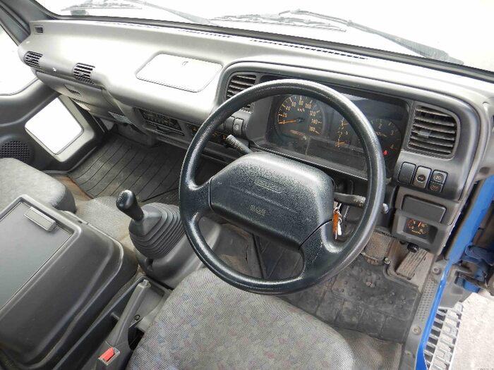 いすゞ フォワード 中型 タンク車 バキューム KK-NRR35C3|運転席 トラック 画像 トラック王国掲載