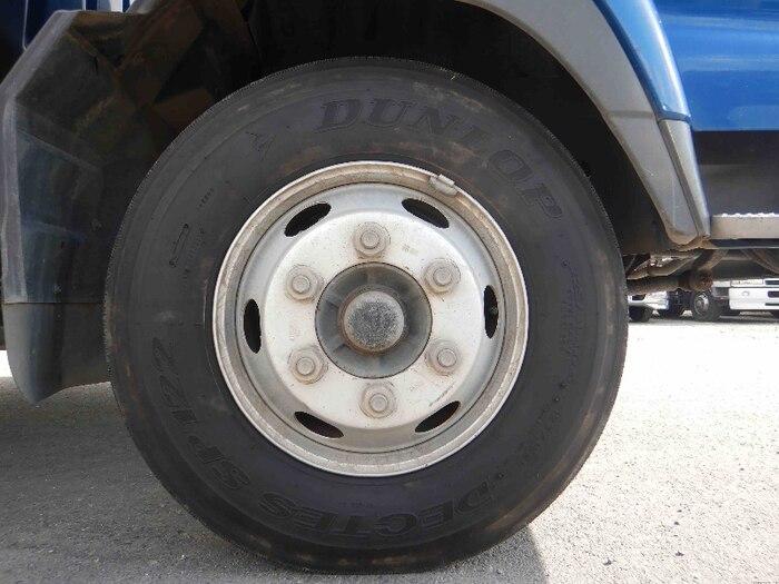 いすゞ フォワード 中型 タンク車 バキューム KK-NRR35C3|荷台 床の状態 トラック 画像 トラックサミット掲載