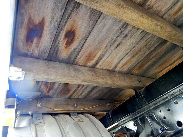 日野 レンジャー 中型 平ボディ パワーゲート ベッド|運転席 トラック 画像 トラック王国掲載