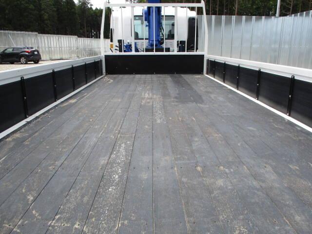 いすゞ フォワード 中型 クレーン付 4段 ラジコン|走行距離 0.1万km トラック 画像 トラックランド掲載