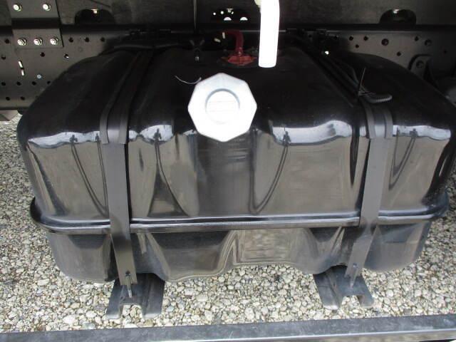 いすゞ フォワード 中型 クレーン付 4段 ラジコン|荷台 床の状態 トラック 画像 トラックサミット掲載