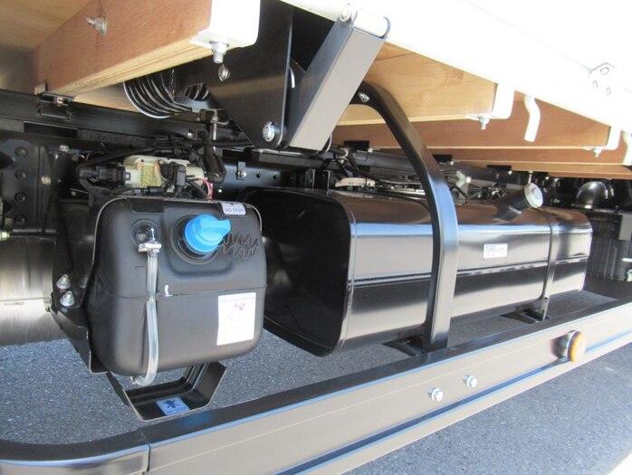 三菱 キャンター 小型 平ボディ 2PG-FEB50 |フロントガラス トラック 画像 トラック王国掲載