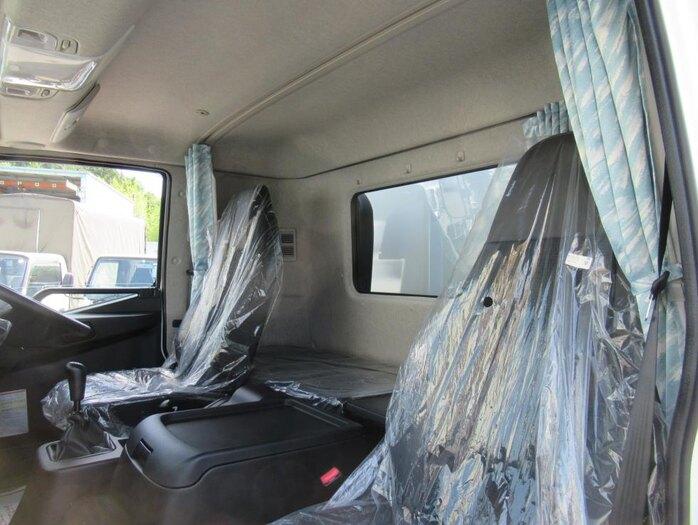 三菱 ファイター 中型 ウイング ベッド 2KG-FK62F|荷台 床の状態 トラック 画像 トラックサミット掲載