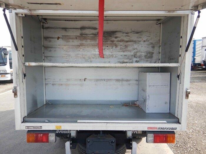 日野 デュトロ 小型 アルミバン ボトルカー サイドドア フロントガラス トラック 画像 トラック王国掲載