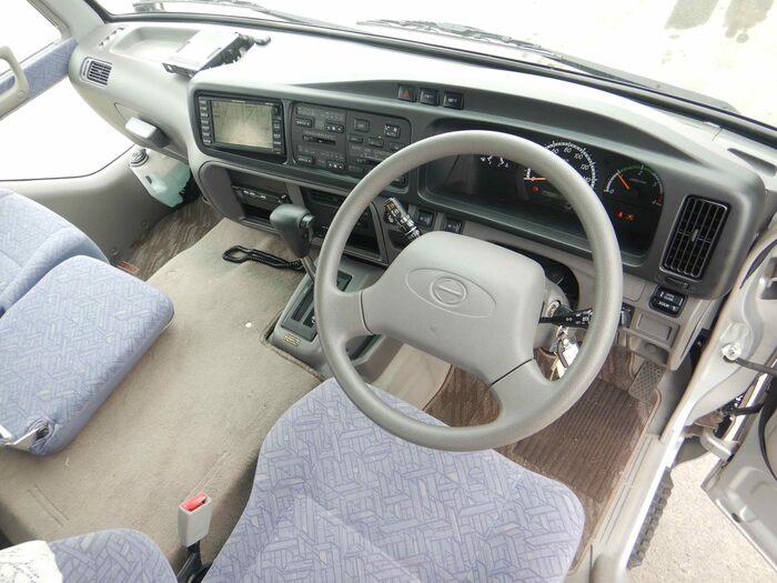 日野 リエッセ 小型 バス マイクロバス SDG-XZB51M|荷台 床の状態 トラック 画像 トラックサミット掲載