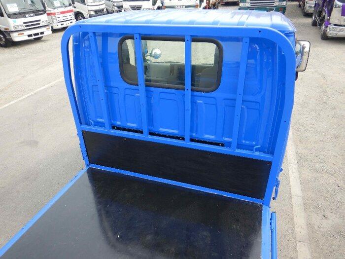 マツダ タイタン 小型 平ボディ パワーゲート 床鉄板|運転席 トラック 画像 トラック王国掲載