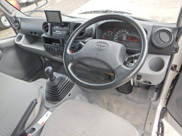 トヨタ ダイナ 小型 クレーン付 4段 ラジコン|運転席 トラック 画像 トラック王国掲載