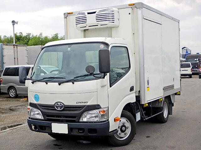 トヨタ ダイナ 小型 冷凍冷蔵 低温 スタンバイ|トラック 左前画像 トラックバンク掲載