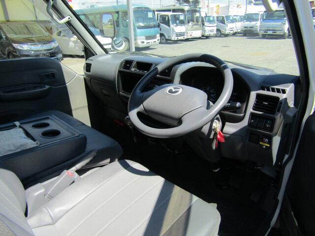 マツダ ボンゴ 小型 冷凍冷蔵 サイドドア ABF-SK82T|運転席 トラック 画像 トラック王国掲載