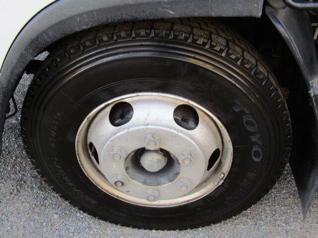 いすゞ エルフ 小型 平ボディ 床鉄板 SKG-NPR85YN|フロントガラス トラック 画像 トラック王国掲載